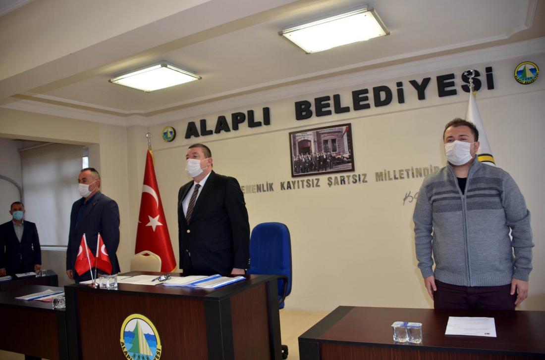Alaplı Belediye Meclisi'nin Kasım ayı ilk toplantısında İzmir depreminde hayatını kaybeden vatandaşlar için saygı duruşunda bulunuldu.