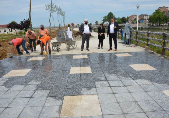 Alaplı Belediye Başkanı Nuri Tekin, Çekirdek Tepe olarak bilinen alanda 'Teras Park' çalışmalarına başladıklarını bildirdi.