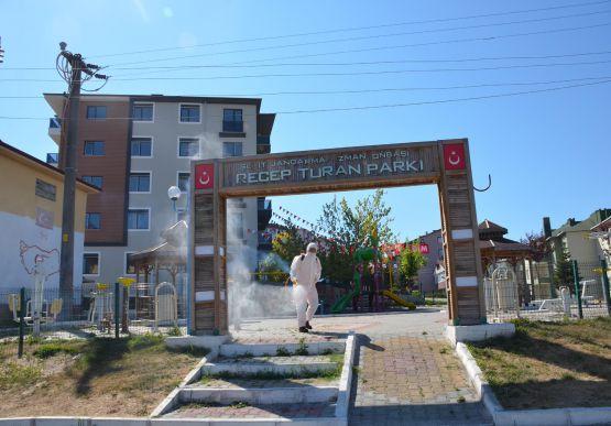ALAPLI'DA PARKLAR DEZENFEKTE EDİLİYOR..