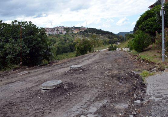 Alaplı Belediyesi, Yeni Mahallede 2007 yılında Toplu Konut İdaresi (TOKİ) tarafından inşa edilen konutların altyapı sorununu kökten çözülüyor.