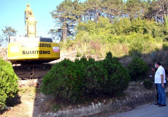 Alaplı Belediyesi, Yeni Hastane inşaatı ile birlikte yol genişletme ve kaldırım çalışmalarına başladı..