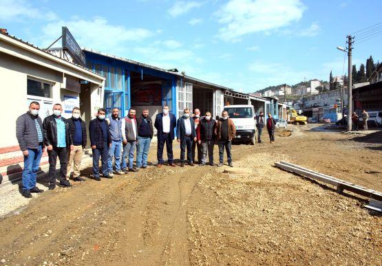 Alaplı Belediye Başkanı Nuri Tekin, küçük sanayi sitesi esnafını ziyaret ederek yapılan çalışmaları inceledi.