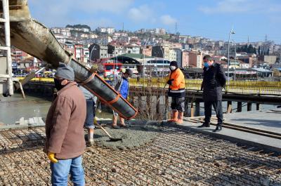 Alaplı Belediye Başkanı Nuri Tekin,  Karşıyaka Mahallesi Terminal arkasında yapımı devam eden  'Cumhuriyet Aile Parkın'da' incelemelerde bulundu.