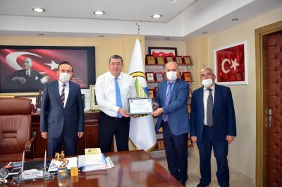 Alaplı İlçe Müftüsü Aydın Bostancı, Alaplı Belediye Başkanı Nuri Tekin'i 'Camiler ve Din Görevlileri Haftası' nedeniyle ziyaret etti.