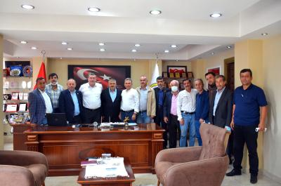 Alaplı Muhtarlar Derneği Başkanı Mithat Mandacı ve yönetim kurulu üyeleri Alaplı Belediye Başkanı Nuri Tekin'i ziyaret etti.