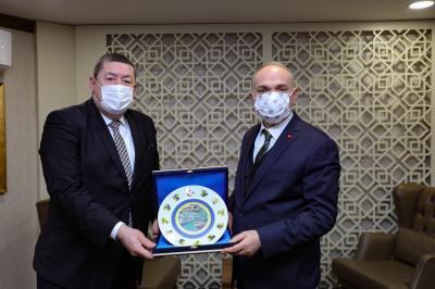 Belediye Başkanımız Sayın Nuri Tekin,  Düzce Belediye Başkanı Sayın Faruk Özlü'yü ziyaret etti.